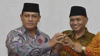 Komisaris Jenderal Firli Bahuri (kiri) dan Ketua KPK Agus Rahardjo.