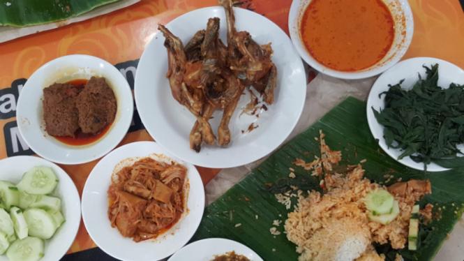 Ayam Goreng Gumarang Medan.