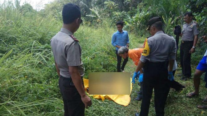Mayat pria ditemukan tersangkut di bebatuan Kali Pasanggrahan
