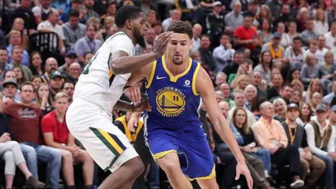 Pertandingan NBA antara Utah Jazz melawan Golden State Warriors