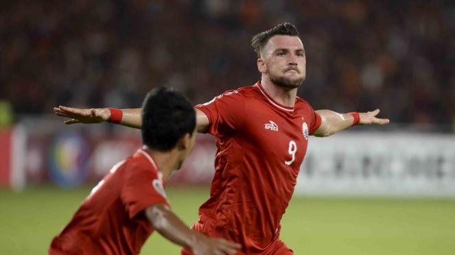 Pesepak bola Persija Jakarta Marko Simic (kanan) merayakan gol yang dicetaknya