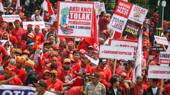 Pedagang seluler Kesatuan Niaga Celullar Indonesia turun jalan di Yogyakarta