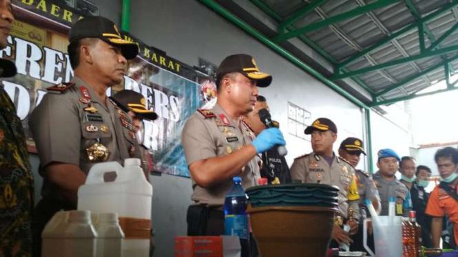Kapolda Jawa Barat, Irjen Agung Budi Maryoto gelar perkara miras oplosan
