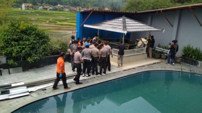 Bungker ditemukan di bawah gazebo di rumah tersangka miras oplosan di Cicalengka