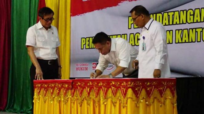 Menkumham RI, Yasonna Laoly menyaksikan penandatanganan MoU dengan Aceh.
