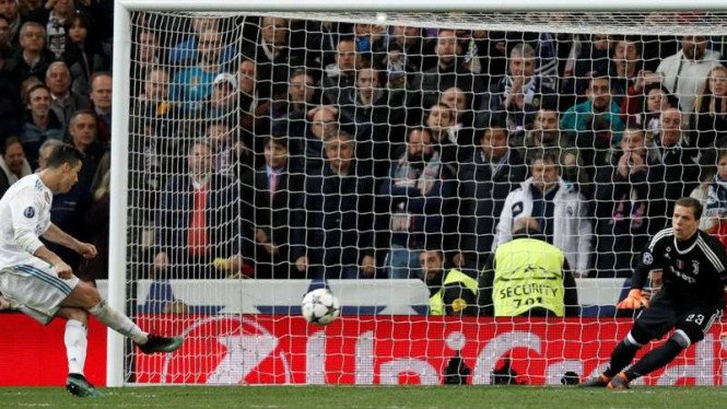 Megabintang Real Madrid, Cristiano Ronaldo (kiri)