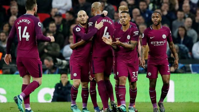 Pemain Manchester City merayakan gol ke gawang Tottenham Hotspur.