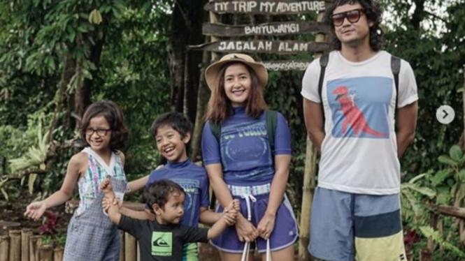 Keluarga Dwi Sasono dan Widi Mulia