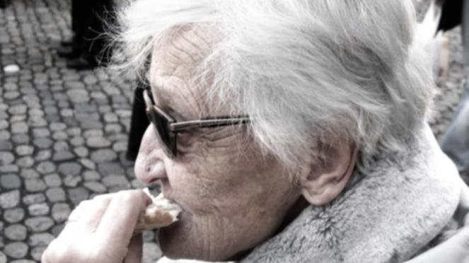 Ilustrasi lansia makan