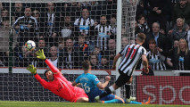 https://thumb.viva.co.id/media/frontend/thumbs3/2018/04/16/5ad43f848c1c8-arsenal-kalah-1-2-dari-newcastle-united_213_120.JPG