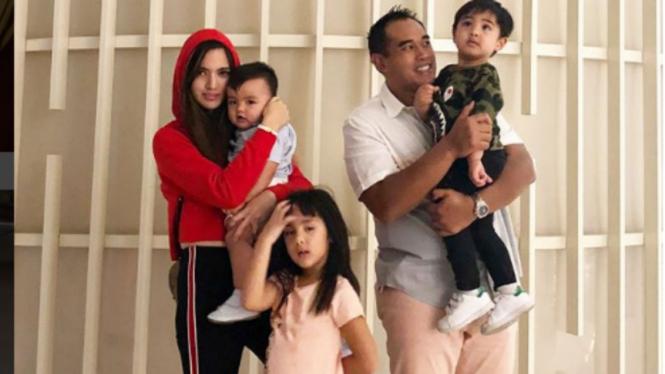 Keluarga Ardi Bakrie dan Nia Ramadhani