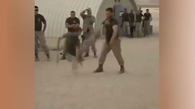 Tentara menjalani sesi latihan.