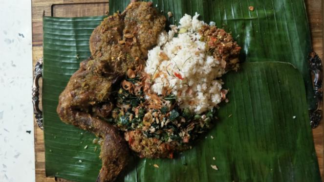 Bebek Betutu khas Bali di FEAST by Kokiku.