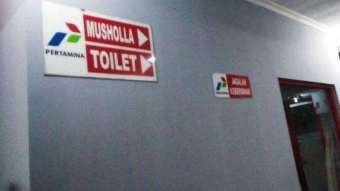 Toilet di SPBU.