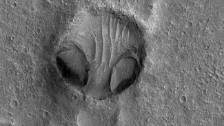 Penampakan wajah mirip alien di planet Mars.