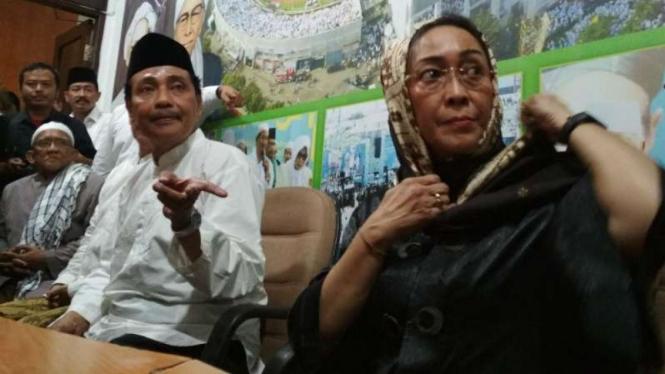 Sukmawati Soekarnoputri (kanan) bersama Ketua NU Jawa Timur, Hasan Mutawakkil Alallah, di Surabaya pada Rabu, 18 April 2018.