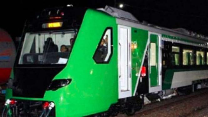 Kereta Api Bandara Minangkabau Express.