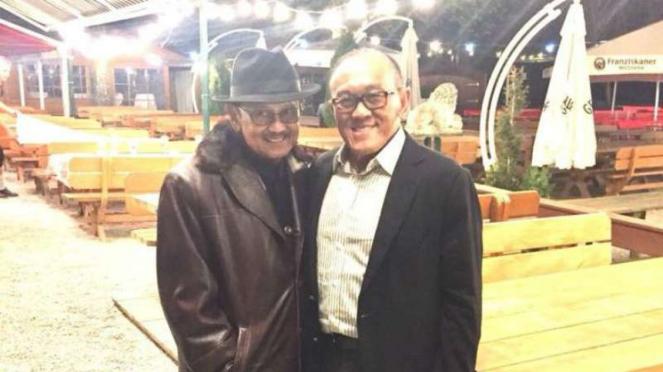 Dua tokoh nasional yang sama-sama senior Partai Golkar, BJ Habibie dan Aburizal Bakrie (ARB), bertemu di Munchen, Jerman.