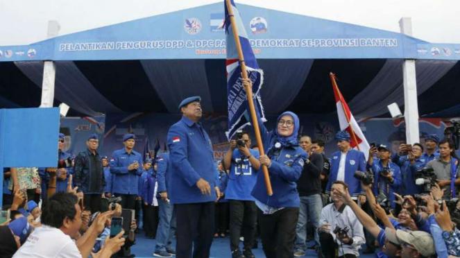Dua elite Partai Demokrat, Susilo Bambang Yudhoyono dan Agus Harimurti Yudhoyono, di Serang, Banten, pada Kamis, 19 April 2018.