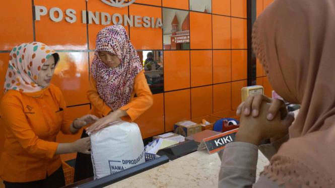 Ilustrasi pengiriman paket Pos Indonesia.