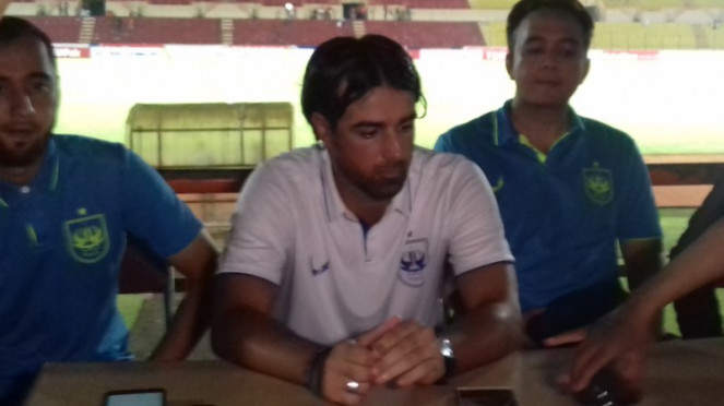 Pelatih PSIS Semarang, Vincenzo Alberto Annese.