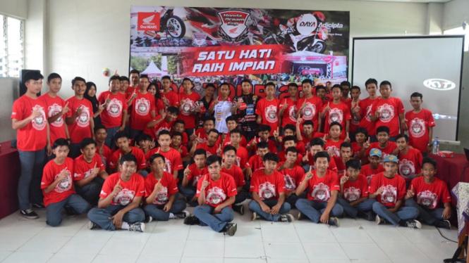 Pelajar ikut dalam acara Honda Dream Cup