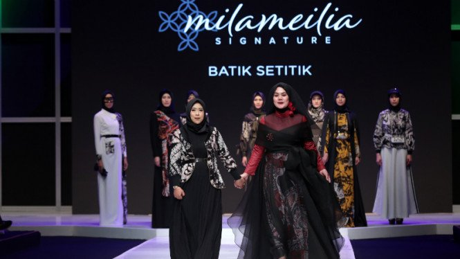 Sarita Abdul Mukti di fashion show 'Batik Setitik' Milameilia Signature.