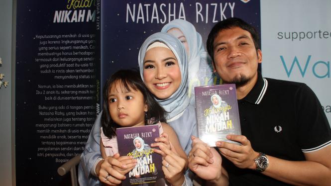 Natasha Rizky Luncurkan Buku Katanya Nikah Muda(h)