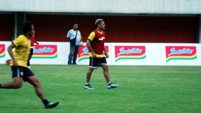 Striker PSS Sleman, Cristian Gonzales.
