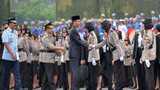 Presiden Joko Widodo didampingi Kapolri Jenderal Tito Karnavian dan Panglima TNI