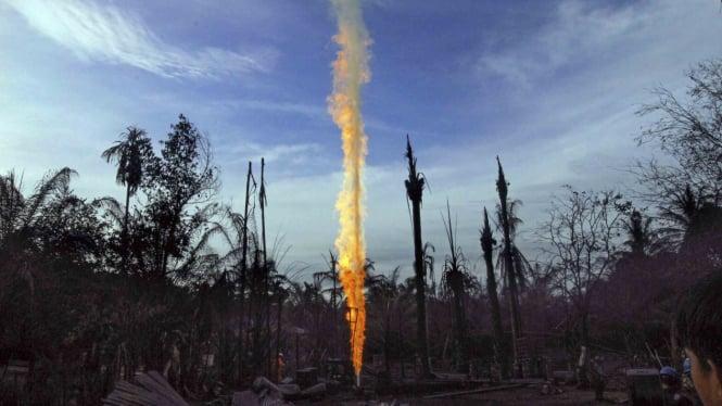 Kebakaran sumur minyak illegal di Desa Pasi Puteh, Rantoe Peureulak, Aceh Timur