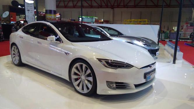 Tesla Model S bekas pakai