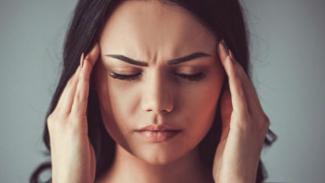 https://thumb.viva.co.id/media/frontend/thumbs3/2018/04/27/5ae2d5083fdd7-hilangkan-sakit-kepala-tanpa-obat-dengan-menekan-jari_325_183.jpg
