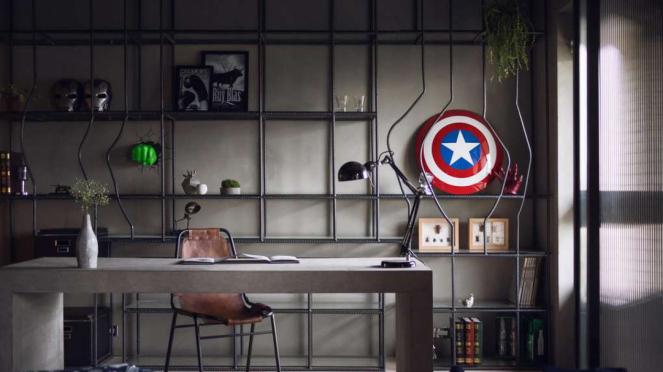 Ruang kerj dengan pernik Avengers