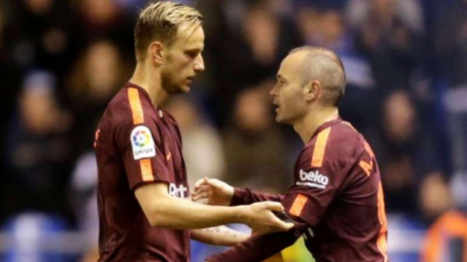 Gelandang Barcelona, Andres Iniesta dan Ivan Rakitic.