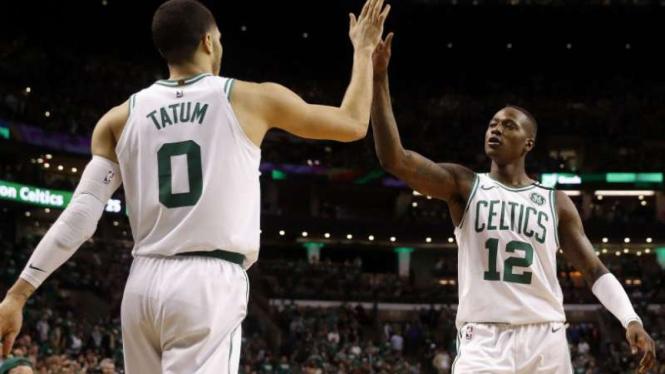 Pemain Boston Celtics,  Terry Rozier dan Jayson Tatum.