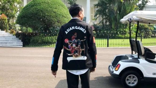 Presiden Joko Widodo mengenakan jaket bertema Asian Games 2018