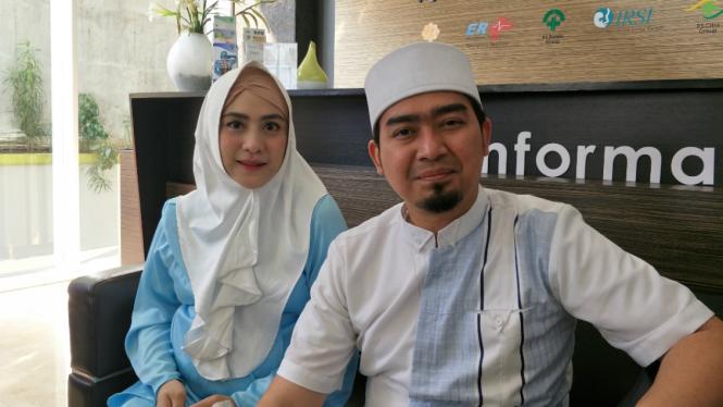 Ustaz Solmed dan April Jasmine.