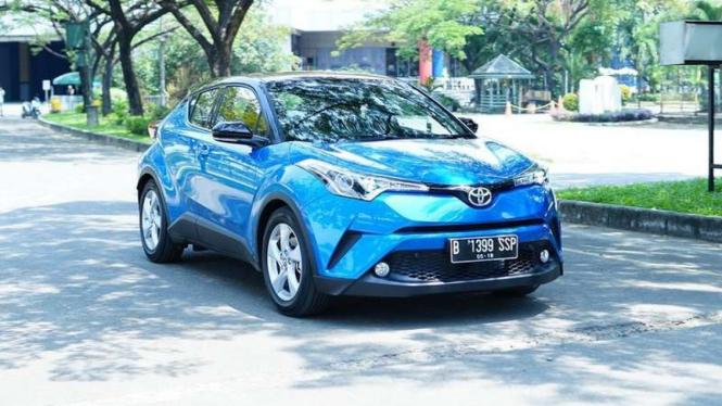 Test drive Toyota C-HR.