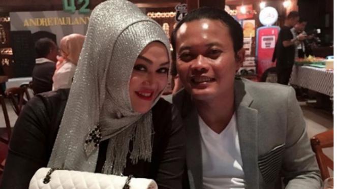Sule dan istrinya, Lina