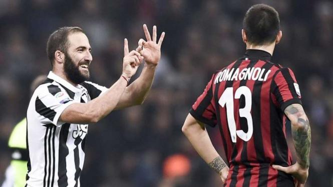 Penyerang Juventus, Gonzalo Higuain (kiri)