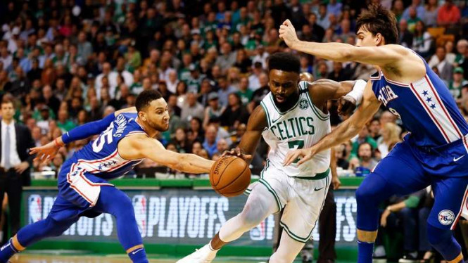 Pertandingan NBA antara Philadelphia 76ers kontra Boston Celtics