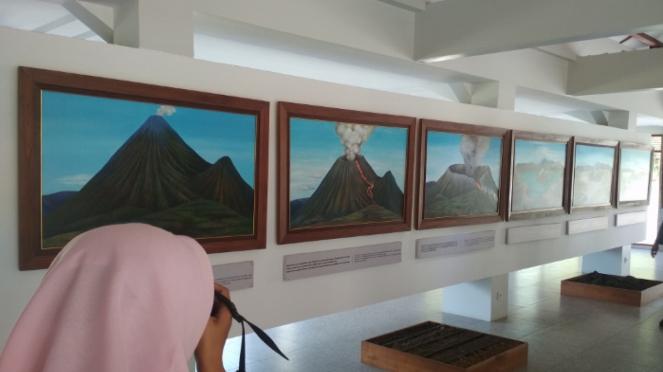 Menikmati pemandangan Gunung Bromo