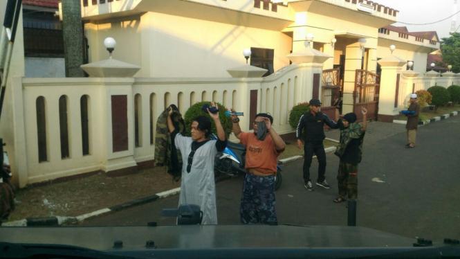 Sejumlah napi teroris Mako Brimob menyerahkan diri ke aparat