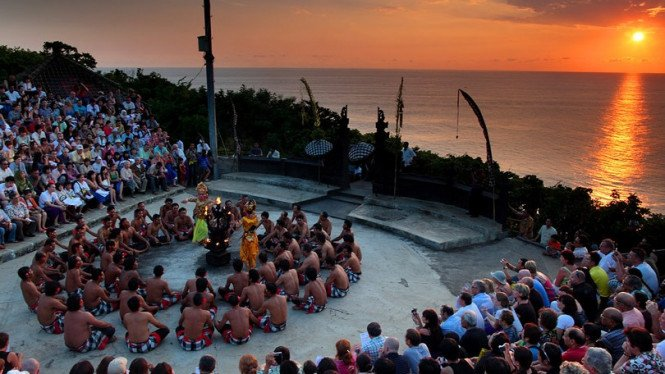 Pertunjukan Tari Kecak di Bali.