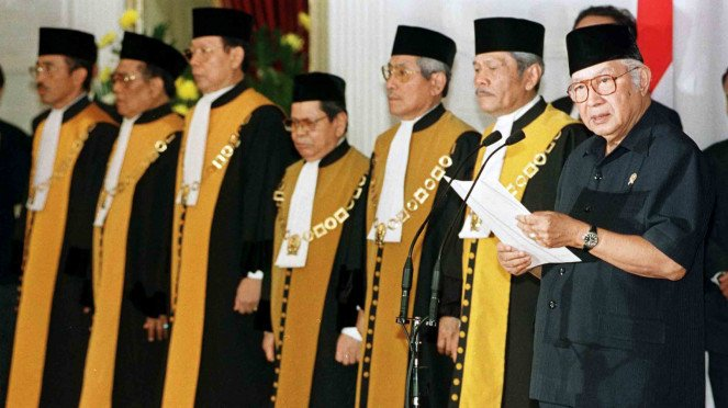 Sorot 20 tahun Reformasi - Presiden Soeharto umumkan pengunduran diri di Istana Negara pada 21 Mei 1998