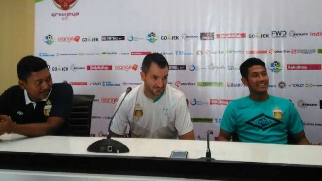 Pelatih Bhayangkara FC, Simon McMenemy dan Putu Gede
