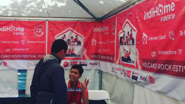 https://thumb.viva.co.id/media/frontend/thumbs3/2018/05/12/5af677b1a5080-booth-indihome-dalam-volcano-rock-festival-2018_375_211.jpg