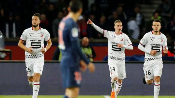 Pemain Rennes rayakan gol Benjamin Bourigeaud.