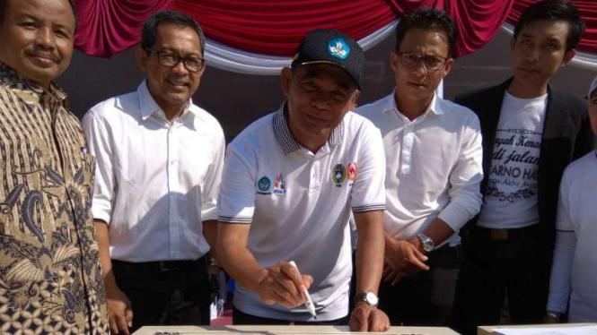 Mendikbud, Muhadjir Effendy , resmikan SMP Asifa